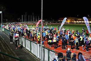 Under forrige løp var det 866 fullførende. Da fylles nesten hele Fana Stadion opp med løpeglade utøvere i alle aldre. De 9 startpuljene gir en jevn flyt ut fra start.