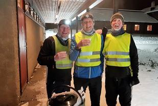 Med tendenser til rim i barten etter endt kut for (fra v.): Jonny Johansen, Vidar Karlsen og Øyvind Strand. (Foto: Stein Arne Negård)