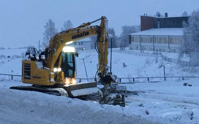 Gravemaskin på Fjerdingby