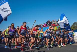 Himmelen var høy og blå da eliteklassen for menn starta i 2016. Foto: arrangøren