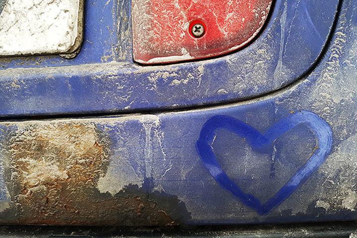 Min gamle bil og jeg. (Foto: Bjørn Johannessen)
