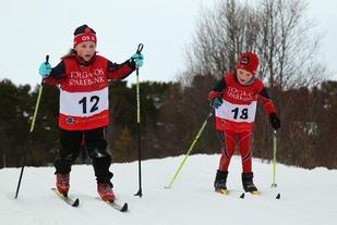 Unge skiløpere på kretsrenn i Dalsbygda ved en tidligere anledning. (Arrangørfoto)