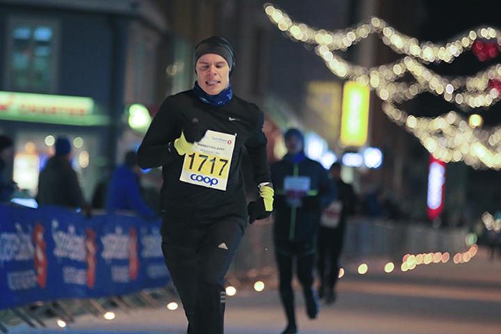 Erik Lomås løp inn til en klar seier på 10 kilometeren i Mørketidsløpet 6. januar i år. (Foto: Truls Tiller)