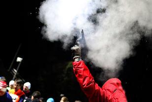 Puljestartene sørger for at det smeller flere ganger fra startpistolen i NECON Vinterkarusell i Bergen.