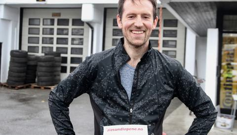 Bjørnar Gangsøy fra nabofylket Sogn og Fjordane slo alle møringene på lørdagens 10 km i Ålesund Vinterkarusell 4. løp.