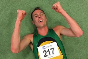 Thomas Roth kunne legge seg ned og juble etter å ha satt norsk innendørsrekord på 1000 m. (Foto: Ådne Andersen)