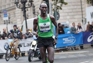 Wilson Kipsang har i en årrekke vært en av verdens aller beste maratonløpere. Sjøl om han snart fyller 36 år, øyner han mulighet for å sette verdensrekord en gang til. (Foto: Kjell Vigestad)