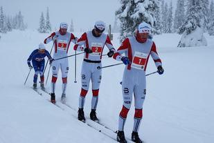 Lyn-trioen som var først i mål på Hafjell Skimarathon med nesten riktig startnummer: Joar Thele (1), Vegard Vinje (2) og Sondre Grønvold (3). Nr. 2 og 3 byttet plass på resultatlista. Lillehammer-løperen Henrik Gullikstad ulgte på 4. plass. (Foto: Stein Arne Negård)