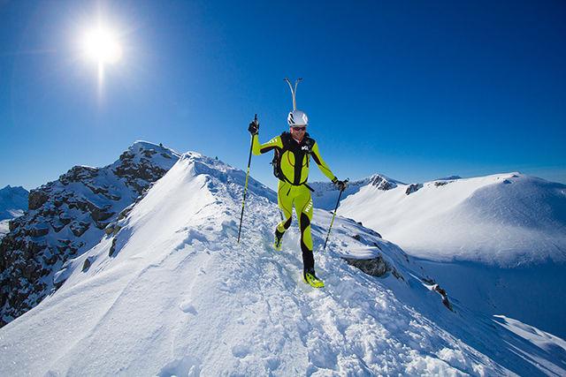 I noen av bakkene og over eggene løpes det gjerne på beina. Her ser vi Lars Ragnar Manengen, norgesmester i maratonsykling og vinner av Birkebbeinerrittet, som deltok i 2015. (Foto: Daniel Kvalvik)