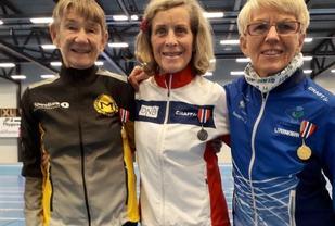 Old girls: Mariann Stenbakk, Eva Carlsen og Bjørg Hagen løp fort i innendørs-NM.