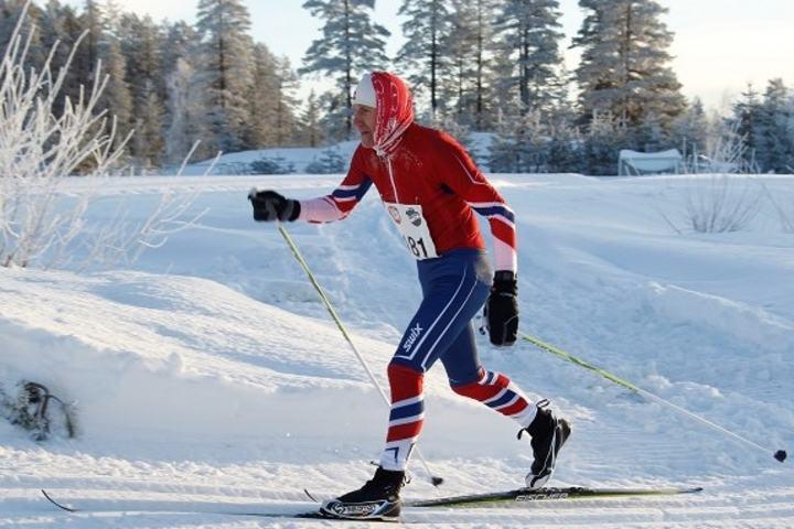 Stig Evensen fra Elverum debuterer i Birkebeinerrennet i sitt 64. år. På bildet er han på oppløpet i sitt aller første turrenn, Trysil-Knut rennet i Søre Osen i januar i år.