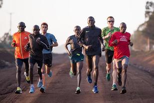Sondre under ei treningsøkt i Kenya. (Foto: Hannover Marathon)