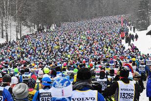 Også neste år slipper man å gå de 90 kilometerne fra Sälen til Mora alene under Vasaloppet. (Foto: Vasaloppet)