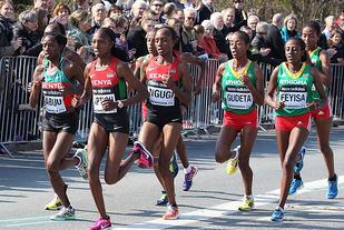 Det er forventa kraftig østafrikansk dominans i VM halvmaraton. Bildet er fra mesterskapet i 2014 da de fem kvinnene på det kenyanske laget var de fem første i mål. (Foto: Kjell Vigestad)
