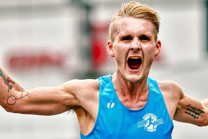 Sondre Skjelvik med all grunn til å juble i Tokyo Marathon. Etter å ha satt pers med 2.30.57