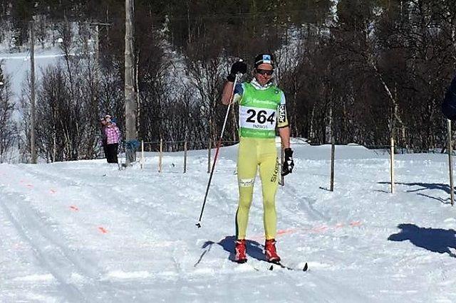 Astrid Øyre Slind i mål som vinner med oppretta ermer i Feragen lørdag. (Foto: Carina Øglænd Ødegård)