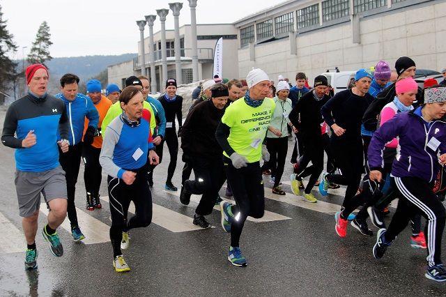 Sesongstart med 40 løpere i feltet på Hamar vest denne uka. (Foto: Finn-Magne Nybrennaa)