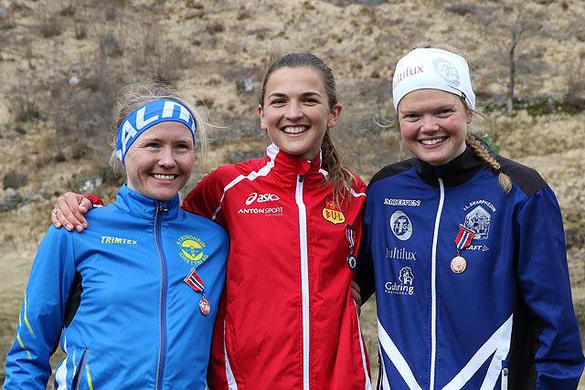 Premiepallen for kvinner senior: Lena Selen, Sigrid Jervell Våg og Mariann Roe