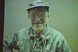 Konrad Brunstad himself fra Konradfilmen. Konradløpet er ment å ære minnet etter Konrad Brunstad (Mons-Konrad 1910-2000). Konrad begynte først å løpe i sein alder.
