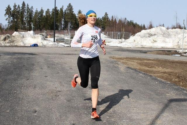 Rønnaug Schei Alsgaard  var raskest av kvinnene i UKI-karusellens åpningsløp, 3 km veiløp. (Foto: Olav Engen)