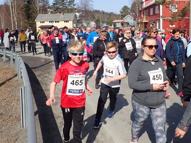 P4154296_løperne_strømmer_på (640x480).jpg