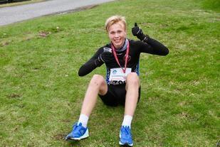 Håkon Stavik fortsetter framgangen på langdistanseløp. I fjor sprang Håkon rundt Valderøya på tiden 28.53. I dag slo han den tiden med 1 minutt og 23 sekund