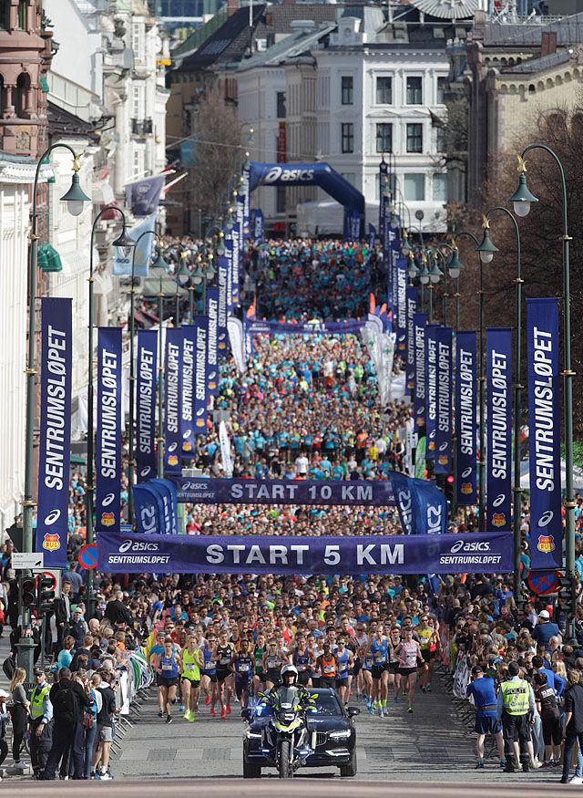 7900 løpere startet i årets Sentrumsløp. Foto: Per Inge Østmoen