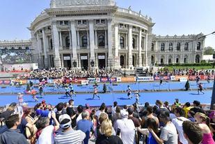 Fra årets Wien Marathon og målområdet ved Burgtheater (Foto: Arrangøren).