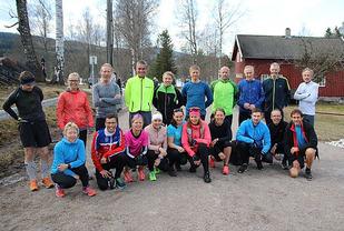 21 deltakere på første treningskvelden var en god start på Kondistreninga. På bildet 20 av deltakerne. Foto: Runar Gilberg
