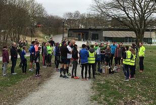 Samling før starten i det aller første Stavanger Parkrun. Foto: Runar Sæther