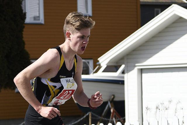 Trym Tønnessen tar ut de siste kreftene inn mot mål og seier på 10 km i Halden Byløp. (Alle foto: Bjørn Johannessen)