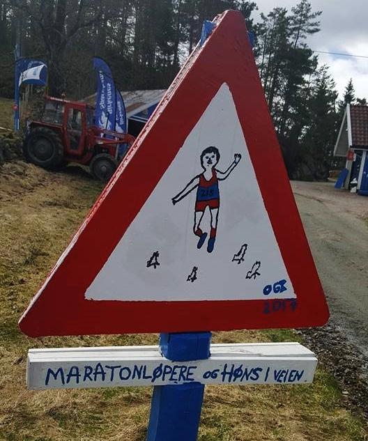 Maratonløpere_og_høns (528x633).jpg