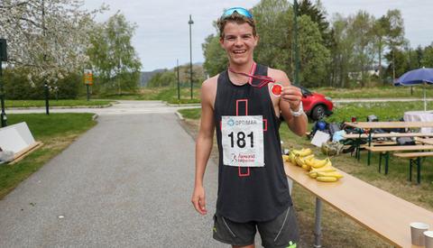 Jonas Hesthaug fra Eidsdal i Norddal kommune på Sunnmøre har det siste året vært engasjert i Ungdom i Oppdrag og gått disippelskole på New Zealand. Det har ikke hindret han fra å trene mye løping som i dag resulterte i seier på Ålesund Maraton. Foto: Helge Fuglseth