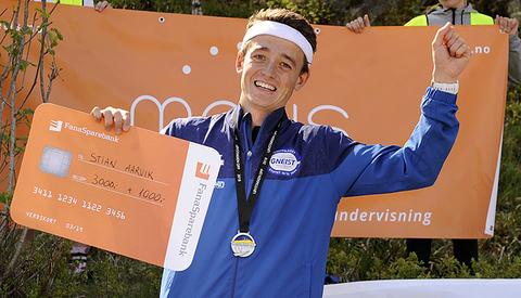 En glad vinner av Løvstakken Opp, Stian Øvergaard Aarvik, har nå også løyperekorden i denne løpet.