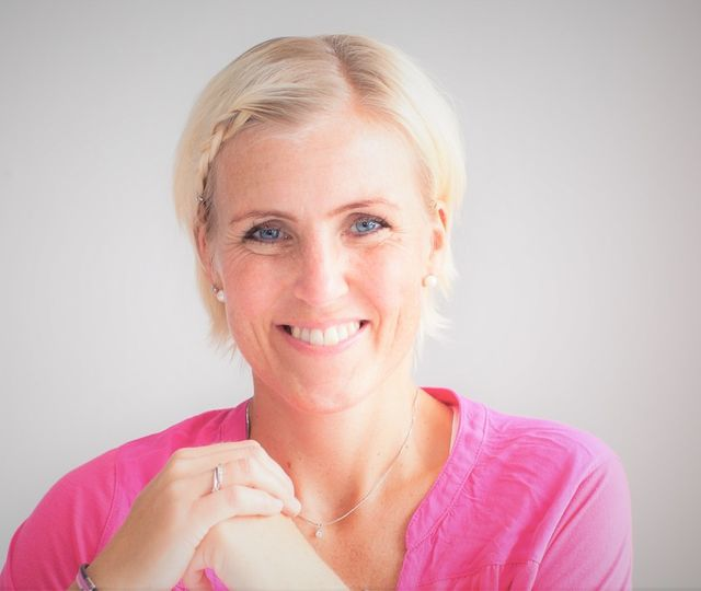 Nina Løkke Bøckmann forteller at arbeidsmiljøet og sykefraværet blir påvirket hos bedrifter som lykkes med å ha motiverte ansatte som trives