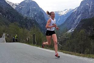 Eli Anne Dvergsdal spurtar i mål til ny løyperekord på tida 10:31 og forbedra den fem år gamle rekorden til Silje Rafaelsen med 10 sekundar. Foto: Guro Hauge