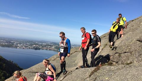 Det var flere utfordrende partier i Riska TrailRun, her er det en bratt rute ned fra Lifjellet. (Foto: Tom Kenneth Ravnås)