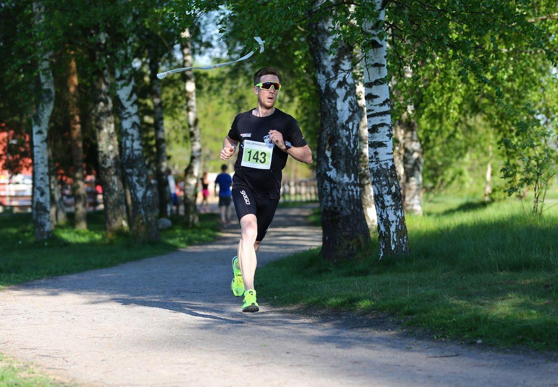 Glenn Røisgaard i kjlar ledelse på vei til seier i herreklassen. (Foto: Bjørn Hytjanstorp)
