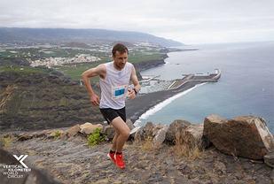 Stian Angermund-Vik er godt i gang med Vertical-løpet der han endte på andreplass. (Foto: VKWC)