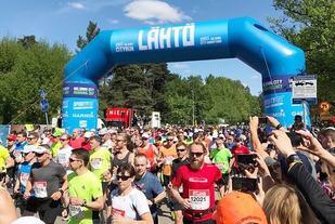 Strålende sommervær under Helsinki City Running Day som gikk med distanser fra 1 km og til maraton på pinseaften (Arrangørfoto).