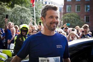 Kronprins Frederik var innom alle de fem løpene og fikk sjøl løpt over 16 km til sammen. (Foto: Deniz Holdt)