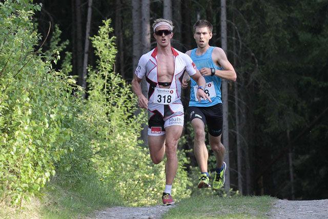 Langløpspesialisten Morten Eide Pedersen (318) fra Team BN Bank ledet det meste av løpet, men ble slått i spurten av Geir Steig (68) fra Luster IL. Foto: Jørgen Skaug