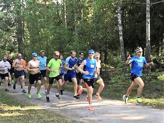 Full fart fra start ved Hempa skole. (Foto: Elin Olstad)