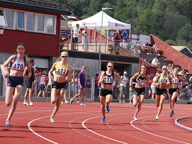 800m_kvinner_starten_IMG_5454.jpg