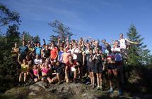 Nesten samtlige av løperne på lagbilde på Mellomkollen finner du i bildereportasjen fra Rett til Værs! Foto: Stian S. Møller