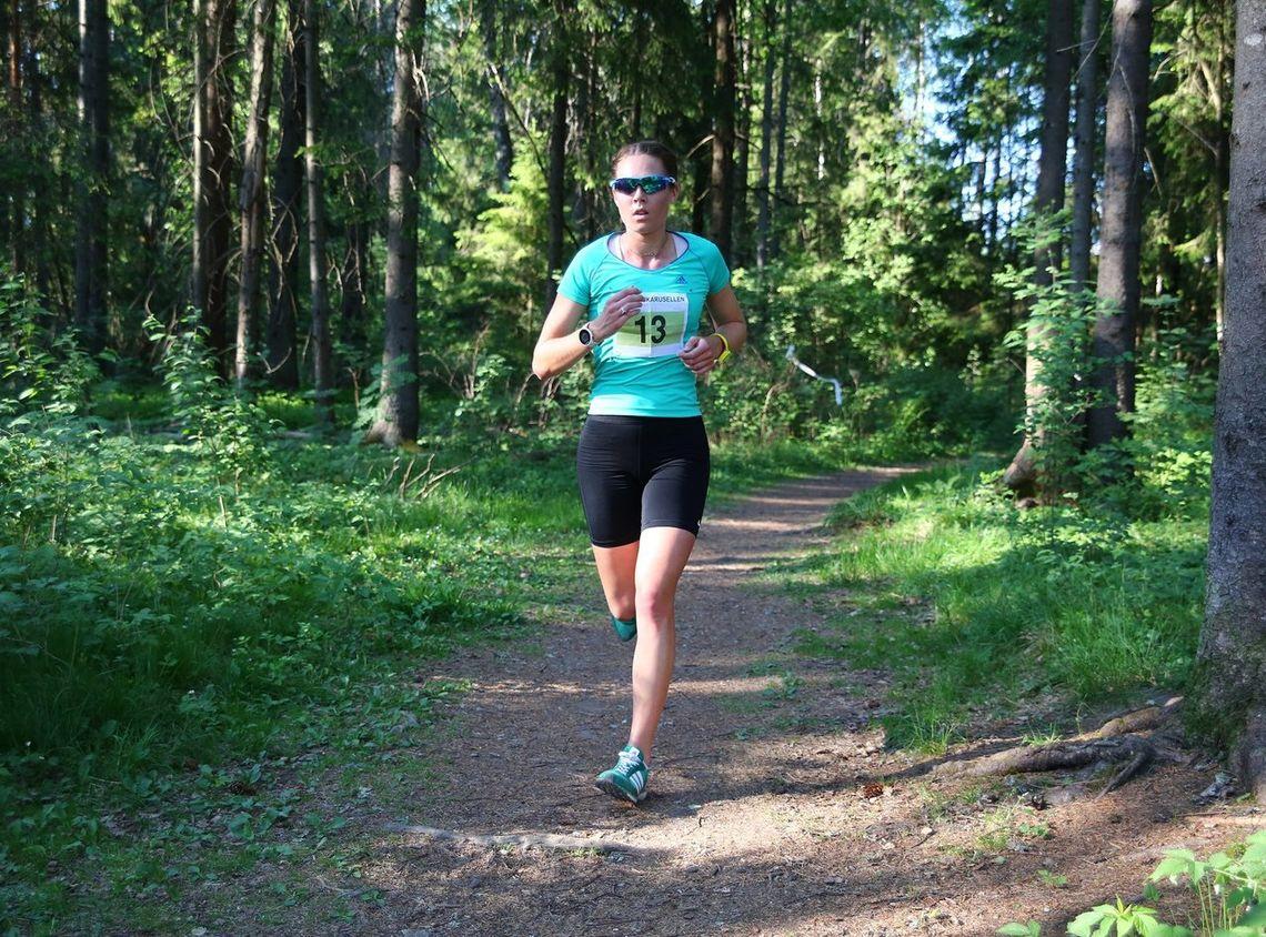 Karoline Næss vant kvinneklassen i ABIK-karusellens første løp. Bildete r fra et av fjorårets løp. (Foto: Bjørn Hytjanstorp)