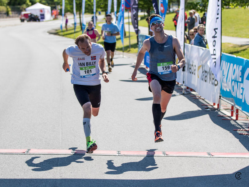 10km-1118_photo finish of two men@finish_021