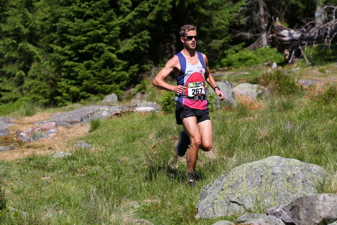 Frode Stenberg satte løyperekord på 9,5 km i Fetsund. Det gjorde han også på 50 km i Romeriksåsen på langs i juni 2018 der dette bildet er tatt. (Foto: Bjørn Hytjanstorp)