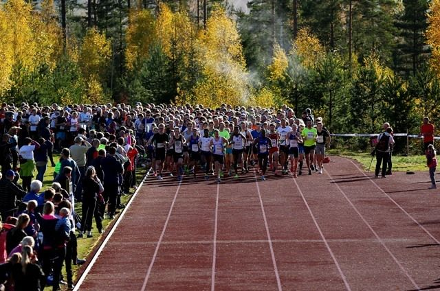 Fra starten på 10 km i 2017. Foto : Bjørn Hytjanstorp