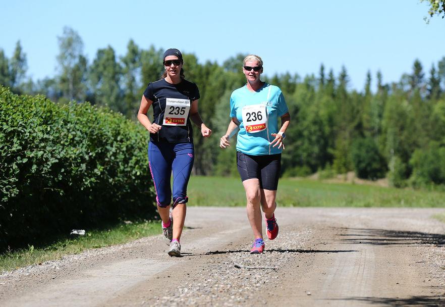 Stomperudløpet2018-6km-Mona Aasnes og Veronica Årnes